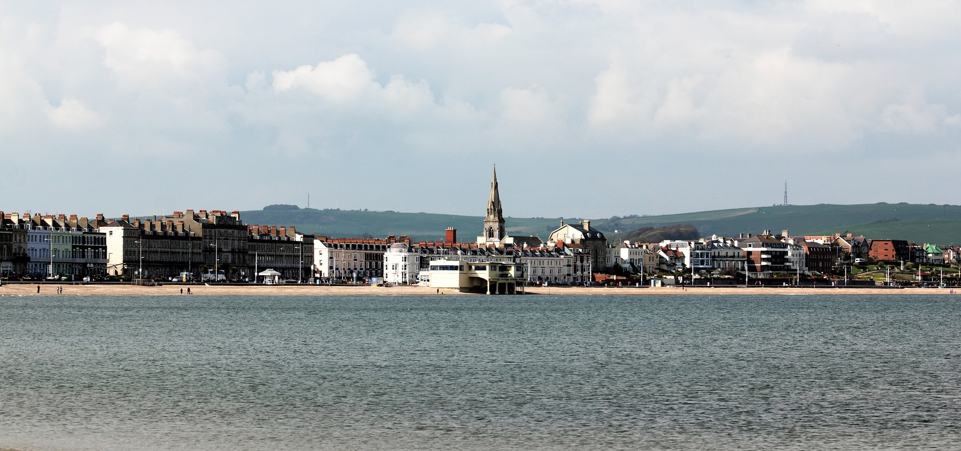long view of Weymouth from the bay